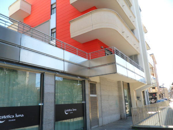 Ringhiere in acciaio inox in lamiera pressopiaegata condominio Via Torino P.zza Campidoglio Settimo T.se