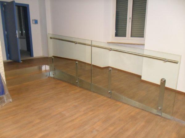 Parapetto in vetro per rampa disabili