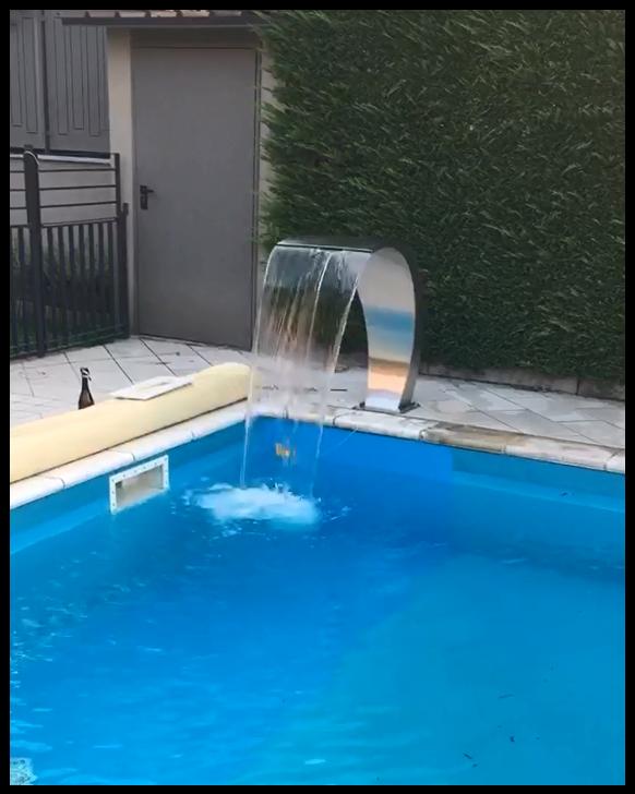 Fontana a cascata LUNA per piscine in acciaio inox satinato